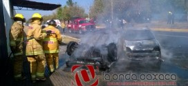 Video: Incendian taxis de CNP en Av Ferrocarril